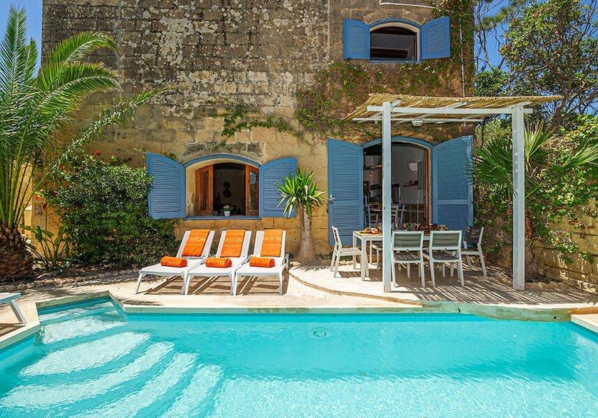 Terrace doors to pool