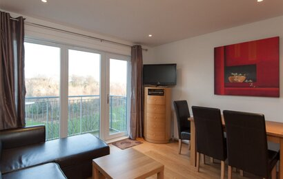 282741-the-lochend-park-view-residence-no-1-4 - Family living room and dining area in Edinburgh holiday let