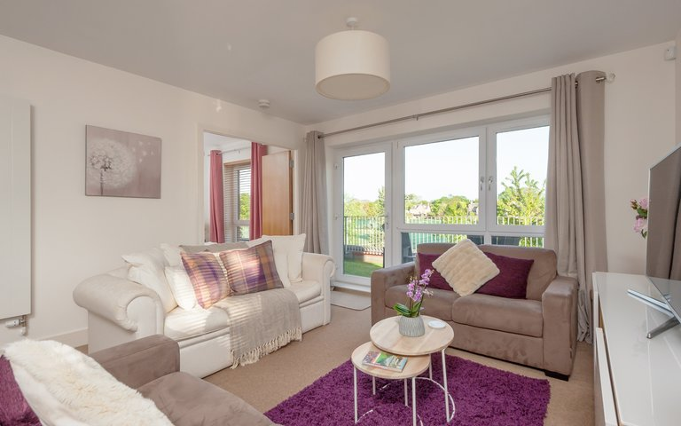 Fettes Rise 1 - Bright, airy living room with comfortable sofas