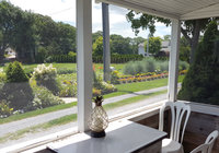 Waterfront Vacation Rental Cottage 5-021