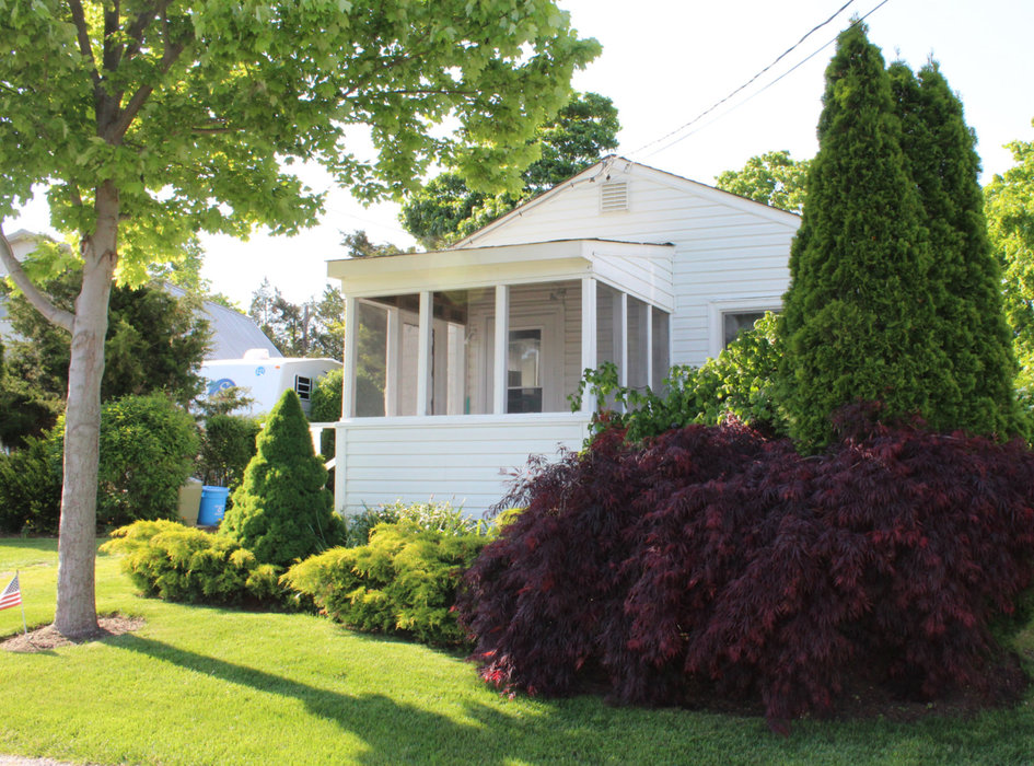Waterfront Vacation Rental Cottage 6-001