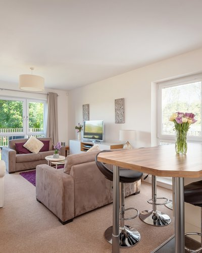 Fettes Rise 3 - Bright open plan living and dining area with comfortable sofas and breakfast bar island