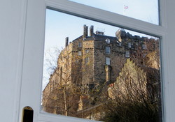 Edinburgh self catering Castle Wynd South view through lounge door
