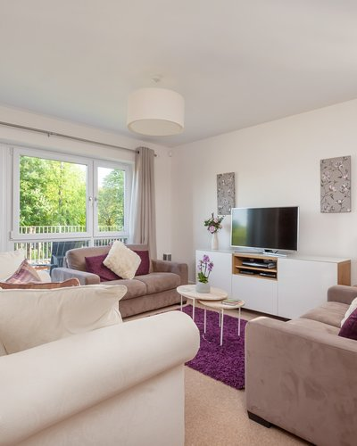 Fettes Rise 2 - Bright, airy living room with comfortable sofas