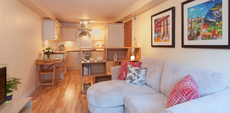 Drummond Street 1 - Cosy family living room with sofa bed in Edinburgh holiday let