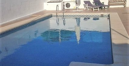 pool area roman steps