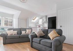 Edinburgh-Flats-self-catering-holiday-apartment-Royal-Mile-High-Street-lounge