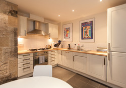 Edmonstone Close Apartment - kitchen area