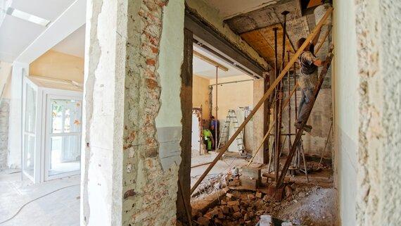 Temporary accommodation during house renovation (© Photo by Milivoj Kuhar on Unsplash)