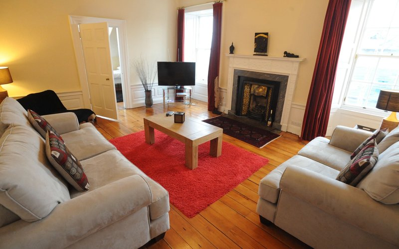 Frederick Street Duplex - lounge - 4 Bedroom Holiday apartment in Edinburgh city centre (© innerCityLets)