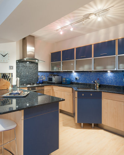 York Place Residence-1 - Modern family kitchen with breakfast bar in Edinburgh holiday let