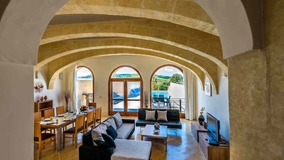 Lounge pool view in villa in Gozo - Open space dining area and living room