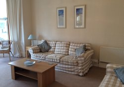 Spacious 2 bedroom holiday apartment in North Berwick just across from the beach