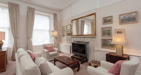 Hart Street No.2 1 - Spacious family living room with television