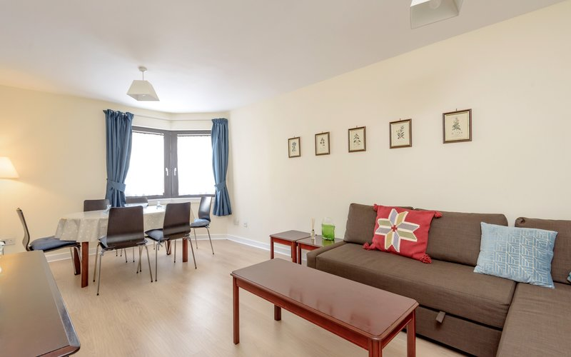 Eyre Crescent 1 - Bright living room / dining area in Edinburgh holiday home.