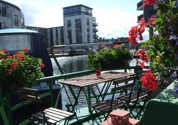 Canal Boat in Edinburgh City Centre - Dining Al Fresco on board The Four Sisters Boatel.