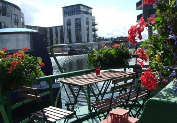 Canal Boat in Edinburgh City Centre - Dining Al Fresco on board The Four Sisters Boatel.