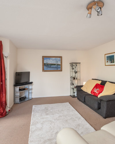 BalfourPlace-4 - Family living room with sofa bed and large bay window providing views of Pilrig Park