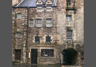 Neighbourhood - Located in the Royal Mile Old Town
