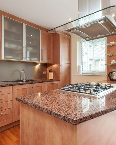 Holyrood Road 2 - Modern family kitchen with work island at Edinburgh holiday let