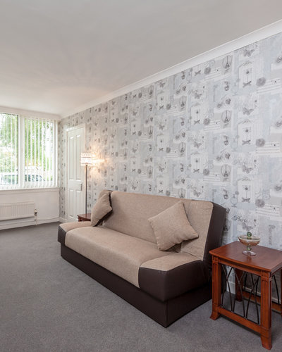 Marchfield Park 3 - Large family lounge with decorative feature wall in Edinburgh holiday let