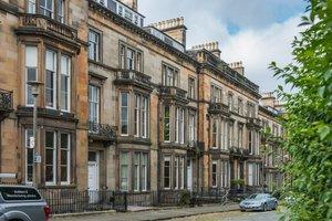 Buckingham Terrace, a Victorian terrace on cobbled street in Edinburgh.