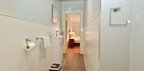 Spacious 2 Bed Apartment in Stockbridge - Master Bedroom En-stuite