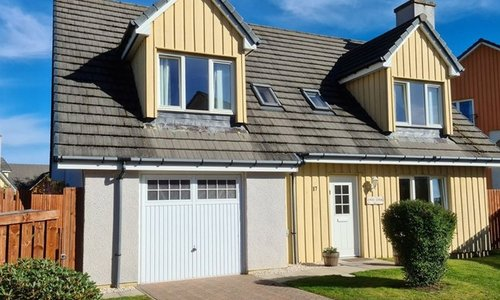 Aviemore self catering accommodation with hot tub - Exterior of Eagle Lodge in Aviemore. Located in a quiet area in the north of the village. Great for families.