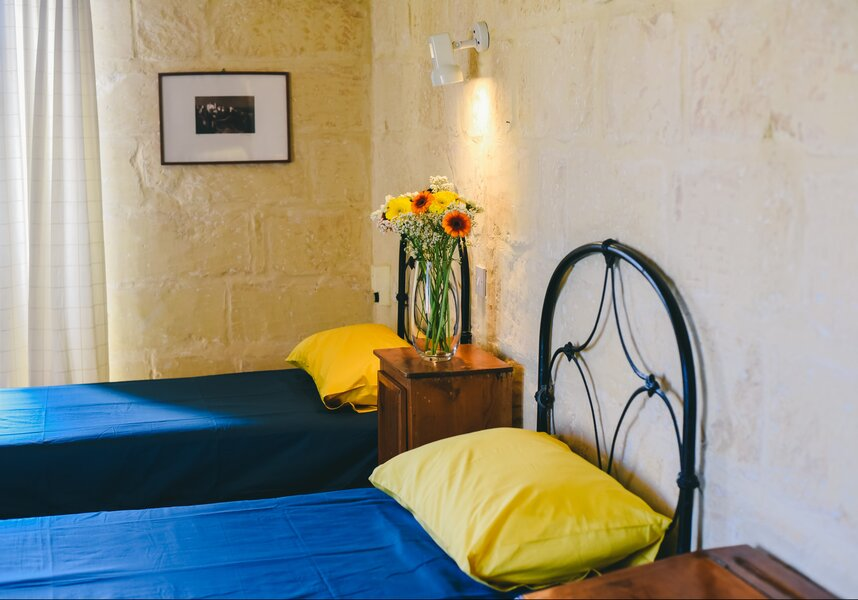 18. Twin bedroom with ensuite overlooking garden and church views