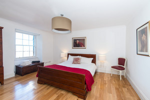 Albany Street master bedroom - A stunning master bedroom, with sleigh bed, antique wardrobe and beautiful wood flooring. It always gets a 'wow' reaction from guests visiting this city centre luxury self catering house.