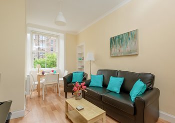 Watson Crescent 1 - Bright, modern lounge in Edinburgh holiday let
