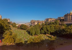 Enjoy the beauty of Edinburgh