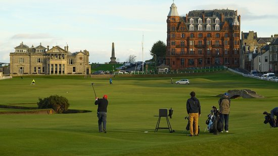 Eat-Walk-St-Andrews-golfers