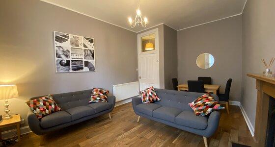 Lounge - 2 Bedroom Edinburgh Holiday let on the Royal Mile in Edinburgh city centre. (© innerCityLets.com)