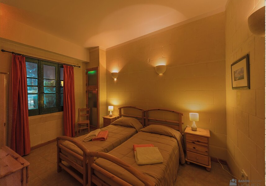 bedroom 2 cassetta