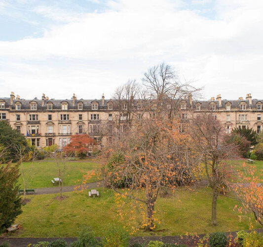 Luxury apartment with access to garden ground - Enjoy a relaxing time in the garden which includes a children's Play Area.
