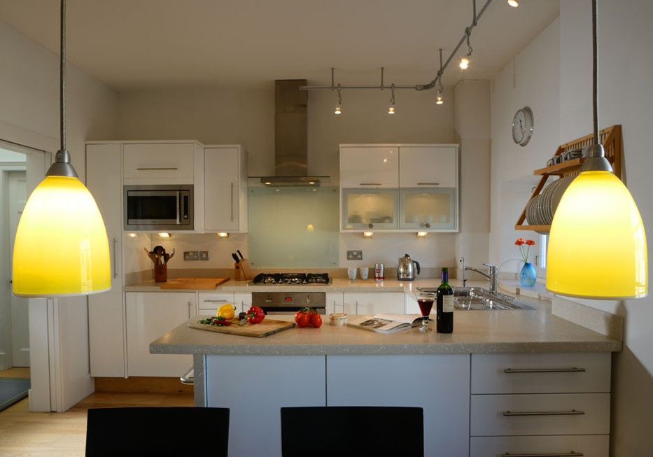 Kitchen - Stylish, modern kitchen with elegant design features. (© The Edinburgh Address)
