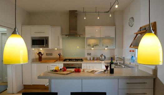 Kitchen - Stylish, modern kitchen with elegant design features. (© The Edinburgh Address)