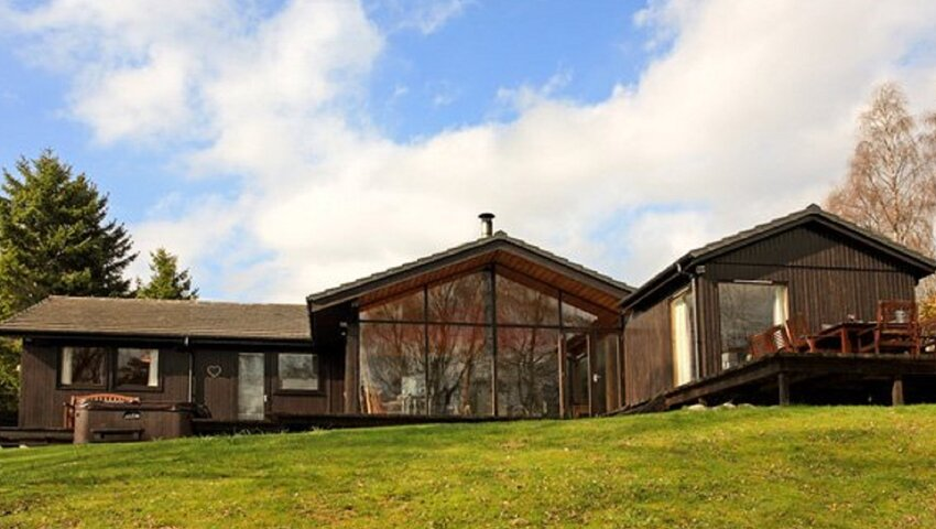 Ptarmigan Lodge - 4 Bed Home with Hot Tub. External shot from the back garden