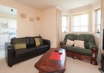 McDonald Road Apartment - Comfortable lounge with sofa bed