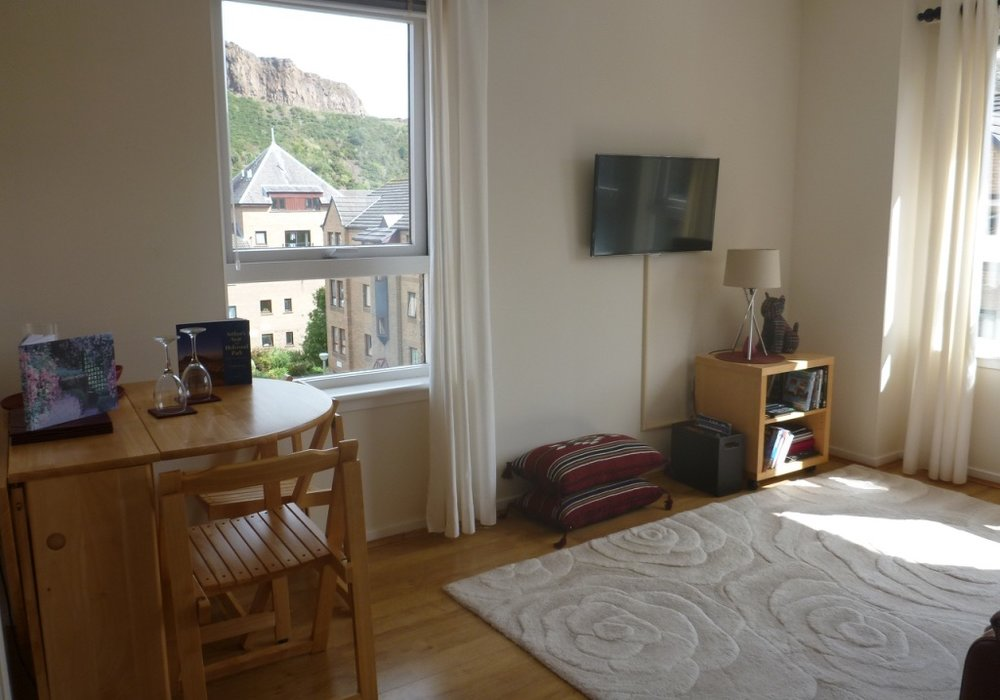 One-Bedroom Holiday Apartment in Edinburgh City Centre ...