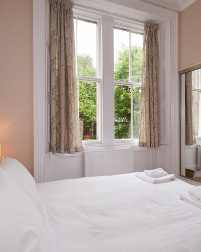 CoatesGardens-16 - Double bedroom with large mirrored wardrobe in Edinburgh holiday let