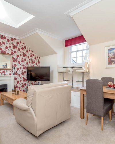 Edinburgh-Flats-self-catering-apartment-Castle-Terrace-Lounge - Lovely bright spacious living room with extra large leather sofa  and chair, dining table and 4 chairs, Smart TV, freeview, Netflix and Amazon