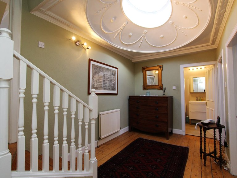 Cosy one bed flat in Broughton, Edinburgh - Entrance to the apartment. (© Dunpark Property Agents)