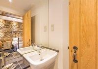hayloft-scotland-edinburgh-balerno-village-master-bedroom-en-suite-1