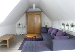 coachhouseupstairslivingroom4