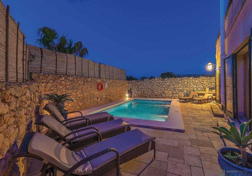 pool night cassetta