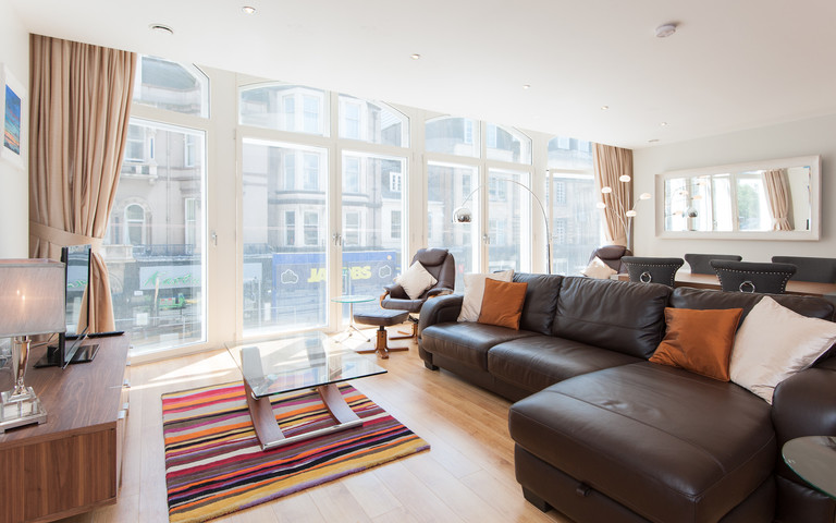 Shandwick Place Apartment 2-8 - Spacious open plan family living/dining area with sofa bed