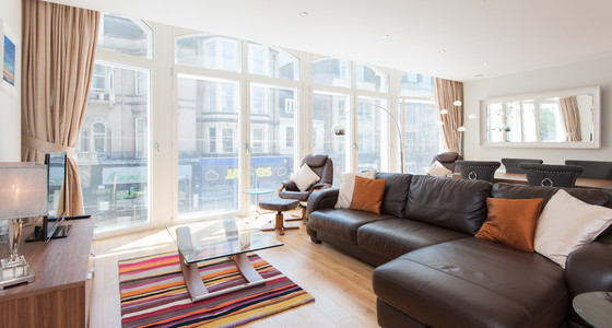 Shandwick Place 1 - Spacious open plan family living/dining area with sofa bed
