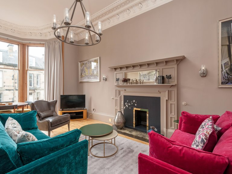 Coates Gardens 1 - Family drawing room with comfortable sofas and hardwood flooring